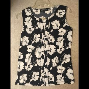 Jones NY floral shirt with silver bar front sz S